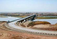 Blick auf die knapp 700 Meter lange Afghanistan-Tadschikistan-Brücke, sie überspannt den Fluss Panj, der an der Staatsgrenze zwischen den beiden Staaten verläuft - © PD /Wiki
