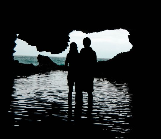 Die Animal Flower Cave ist eine begehbare Unterwasserhöhle, die spektakuläre Ausblicke auf den Atlantik und die Klippen an seiner Küste ermöglicht, Barbados - © FoodieTraveler / Fotolia