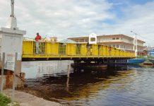 Die letzte handbetriebene Drehbrücke der Welt befindet sich in Belize-City - © KLOTZ CC BY-SA 3.0/Wiki