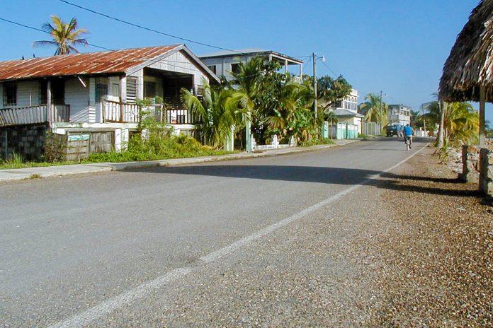 Das lauschige Küstenstädtchen Punta Gorda im Süden von Belize ist der ideale Ausgangspunkte für Ausflüge in den mittelamerikanischen Regenwald - © Gmanacsa CC BY-SA2.0/Wiki