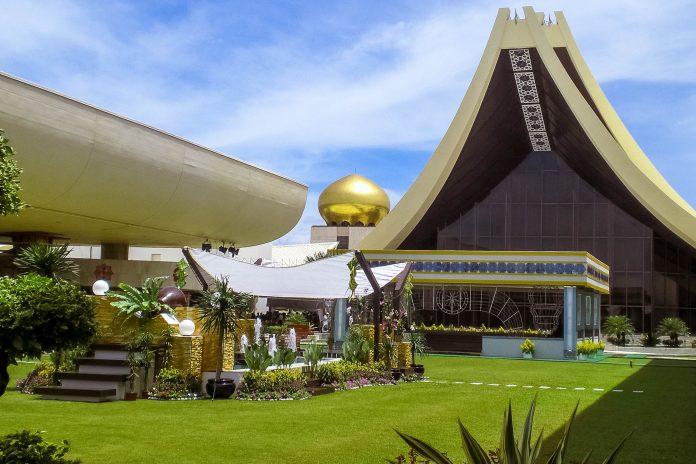 Der Sultanspalast Istana Nurul Iman in Bandar Seri Begawan, Brunei bricht in puncto Größe und Ausstattung so manchen Rekord - © Christian Trede CC-BYSA3.0DE/Wiki