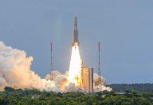 Start einer Ariane Trägerrakete in Kourou, French Guyana - © amskad / Shutterstock