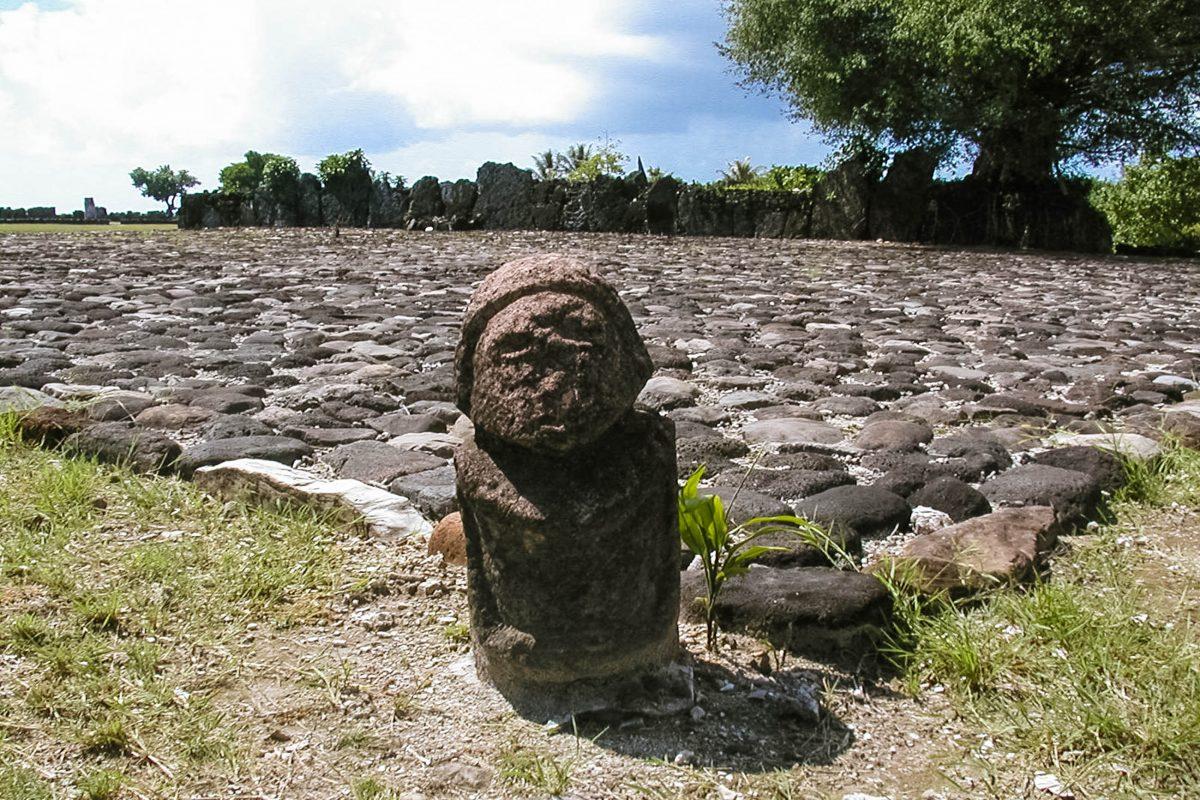 Die Marae, steinerne Plätze südpazifischer Kulturen, in Taputapuatea sind die größten und ältesten von ganz Französisch-Polynesien - © Sur la route CC BY2.0/Wiki