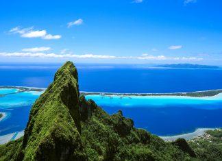 Traumhafter Blick auf die Lagune von Bora Bora, im Vordergrund der Berg Otemanu, Französisch-Polynesien - © wilar / Shutterstock