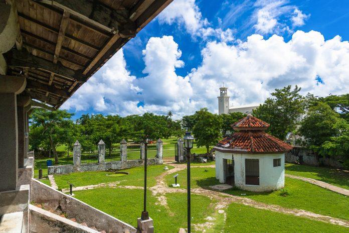 Das Chocolate House ist noch das intakteste Gebäude im Plaza de España in Guam, der einstigen Residenz des spanischen Gouverneurs - © IZO / Shutterstock