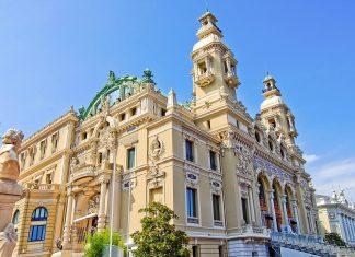 Das legendäre Casino von Monte Carlo im Fürstentum Monaco zählt zu den bekanntesten Spielbanken auf der ganzen Welt - © Veniamin Kraskov / Fotolia