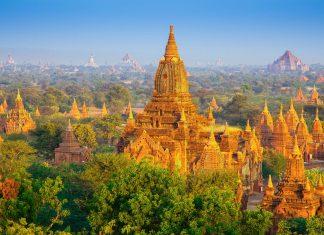 Blick auf einen Teil der an die 2.000 prächtige Stupas, Tempel und Pagoden in der historischen Königsstadt Bagan, Myanmar - © Bule Sky Studio / Shutterstock