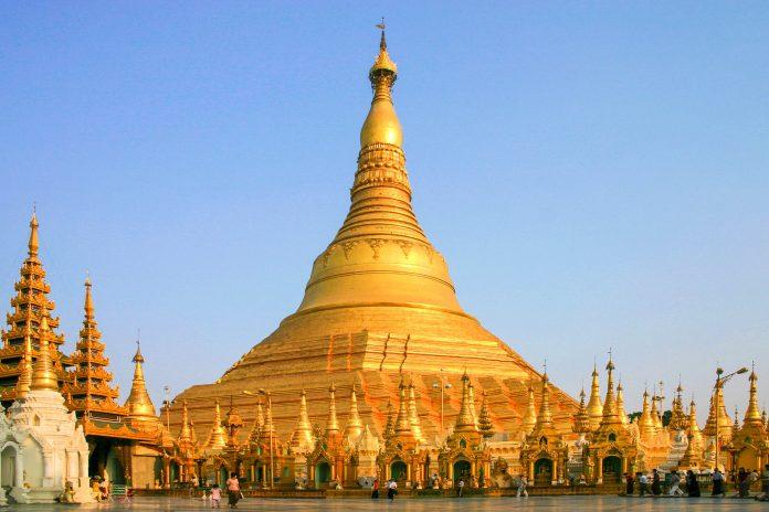 Die Shwedagon Pagode im Süden von Myanmar in der Stadt Yangon ist das wichtigste Heiligtum und religiöse Zentrum des Landes - © erwinf / Fotolia