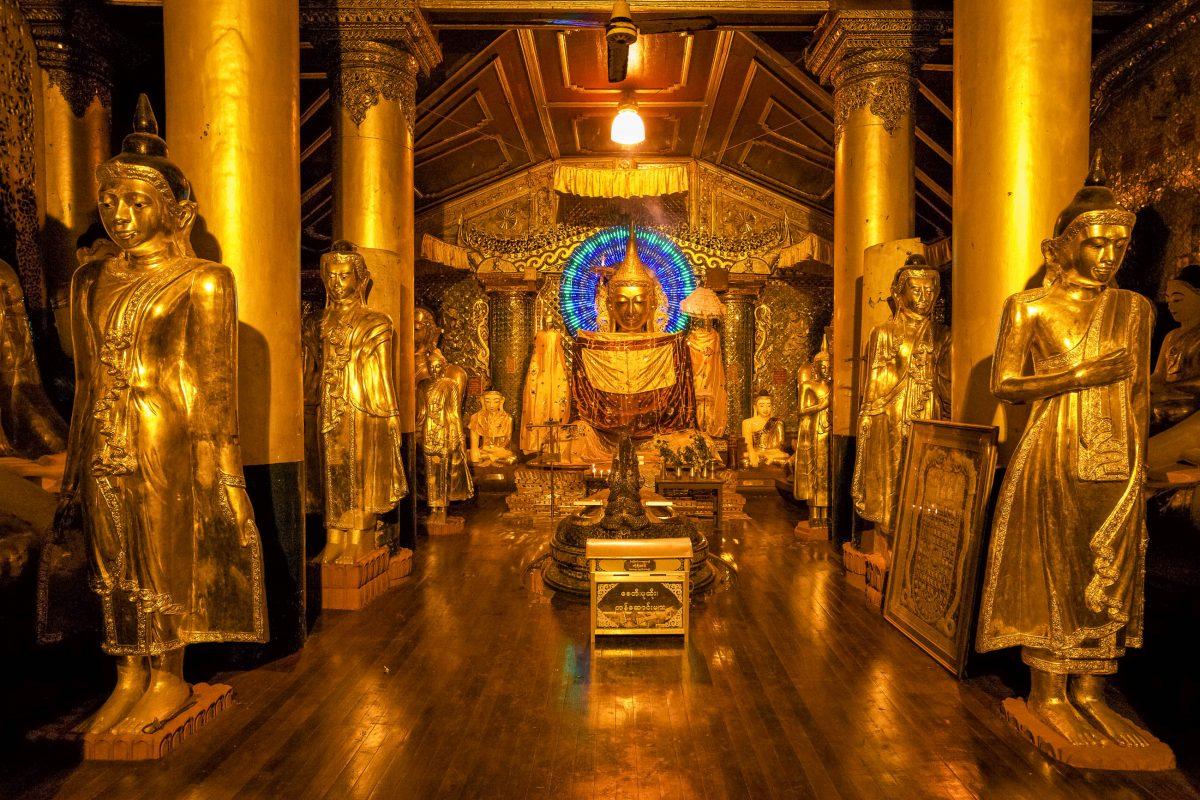 Goldene Statuen in der Shwedagon Pagode, Yangon, Myanmar - © dgfoto / Fotolia