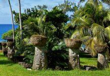 Die Latte Steine bestehen aus einem Steinpfeiler, auf dem eine steinerne Halbkugel mit der flachen Seite nach oben gesetzt wurde, Nördliche Marianen - © IZO / Shutterstock