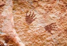 Die Felsmalereien in den Höhlen von Ili Kére Kére in Osttimorreichen von Handabrücken über Tiersymbole bis hin zu kunstvollen Spiralzeichnungen - © YuttasakJannarong/Shutterstock