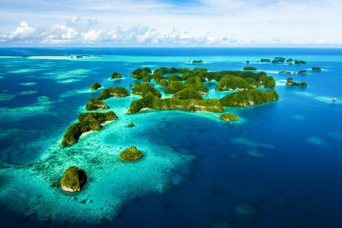 Die Rock Islands sind ein Teil des idyllischen Südsee-Atolls Pala, gehören zur Insel Koror und liegen südlich von Palaus Hauptinsel Babeldaob - © optionm / Shutterstock