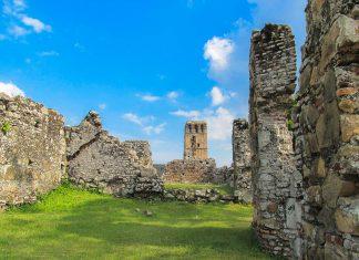 Die Ruinen der alten spanischen Stadt Panama La Viejo, die 1671 von Piraten zerstört wurde, Panama - © Paulo Afonso / Shutterstock