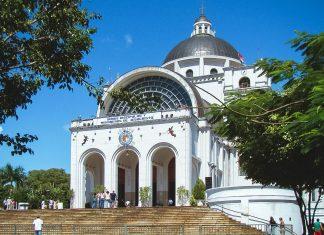 Die gewaltige Basilika San Francisco macht Caacupé zum sprituellen Zentrum von Paraguay - © Signals CC BY-SA3.0/Wiki