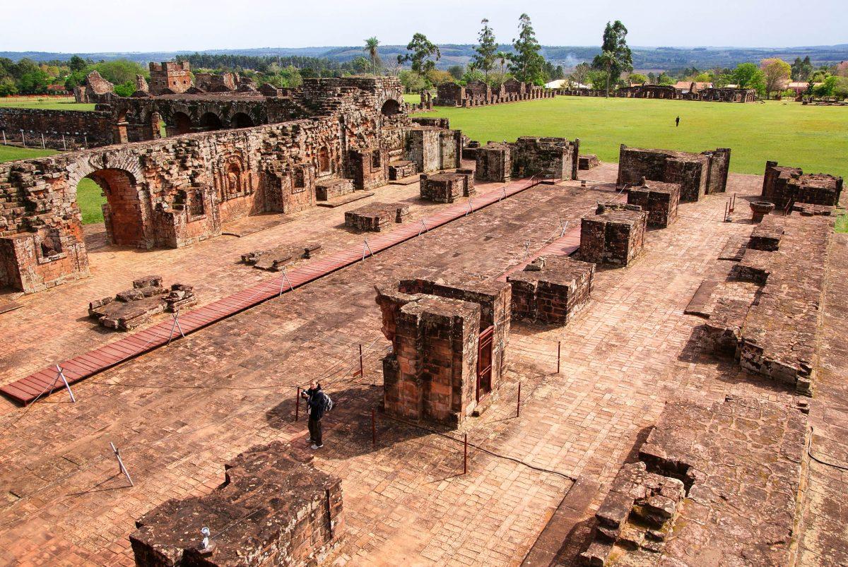 Ruinen der Missionarsstation La Sintisima Trinidad del Paraná, Paraguay - © Lukasz Kurbiel / Shutterstock