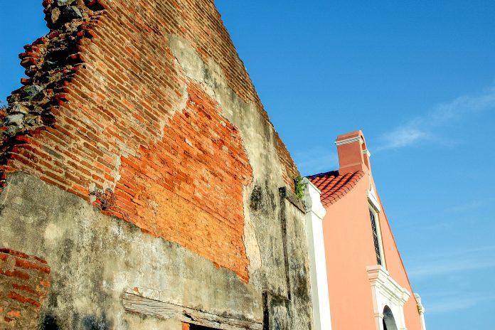 Die schlichte Kathedrale Porta Coeli in San Germán auf Puerto Rico ist die älteste von Spaniern gebaute Kirche der Insel - © John Kershner / Shutterstock