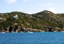 Blick vom Leuchtturm auf den Hafen von Gustavia, Saint Barthelemy - © bcampbell65 / Shutterstock