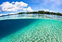 Die Marovo Lagune ist mit einer Länge von 150 Kilometern die größte Salzwasserlagune der Welt, Salomonen - © Ethan Daniels / Shutterstock