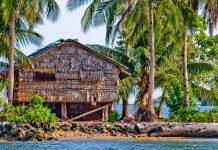 Im Kulturzentrum des Nationalmuseums in Honiara sind 8 traditionelle Hütten der Salomonen zu besichtigen - © Marci Paravia / Shutterstock