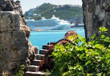 Eine alte rostige Kanone im Fort Amsterdam, Sint Maarten - © steheap / Fotolia