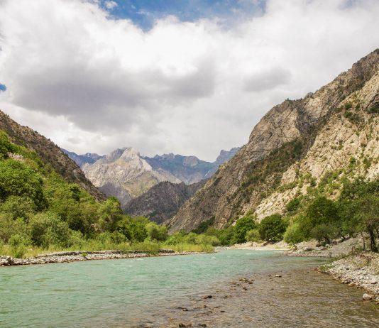 Das Romit-Tal 45km nordwestlich von Duschanbe, der Hauptstadt von Tadschikistan ist bei Wanderern sehr beliebt - © L. Palvon / Shutterstock