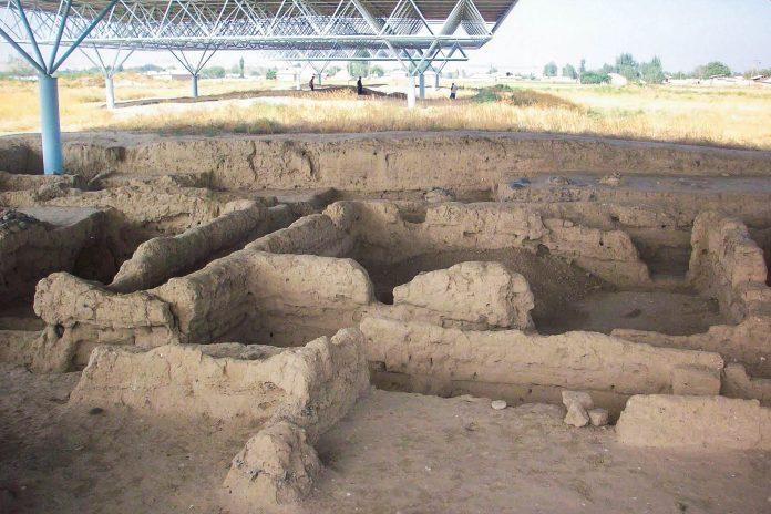 Die Ausgrabungen in Sarazm wurden von Abdullo Isakov und ab 1984 auch von einem französischen und amerikanischen Archäologen-Team durchgeführt, Tadschikistan - © Zack Knowles CC BY-SA3.0/Pan