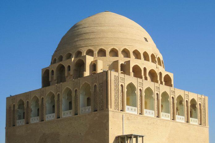 Das kolossale Mausoleum des Sultans Sanjar wurde im Jahr 1157 nach dem Tod des Sultans errichtet und stellt den architektonischen Höhepunkt der zerstörten Seldschuken-Hauptstadt dar, Turkmenistan - © tracingtea / Fotolia