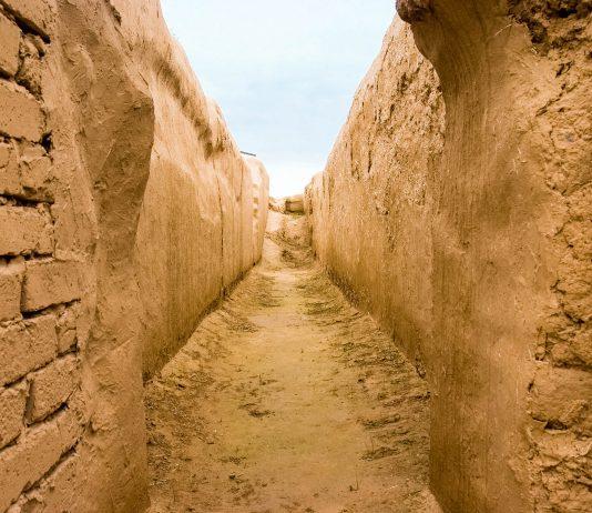 Von den einst grandiosen Bauten der Parther sind in Nisa heute nur noch einige Mauern übrig geblieben, Turkmenistan - © cartela / Shutterstock