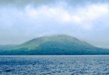 Mount Garet und der Kratersee Lake Letas auf der Insel Gaua, Vanuatu - © Bradwarden CC BY-SA3.0/Wiki