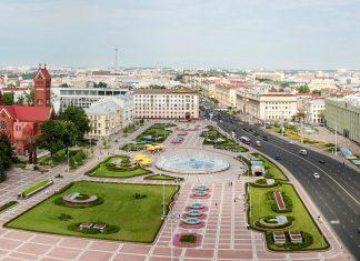 Der Unabhängigkeitsplatz in Minsk wird auch als Lenin-Platz bezeichnet und zählt zu den größten Plätzen in ganz Europa, Weißrussland - © Evgeny Victorovich / Shutterstock