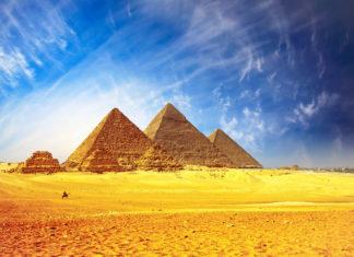 Die weltbekannten Pyramiden von Gizeh in Ägypten sind das einzige der Sieben Weltwunder der Antike, das heute noch erhalten ist und bestaunt werden kann - © Dudarev Mikhail / Fotolia