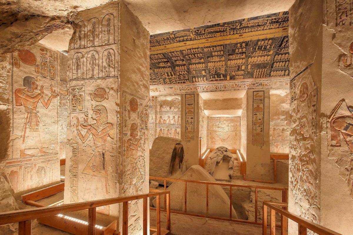 So prachtvoll wie die Grabkammer von Ramses VI. sind nahezu alle Gräber im Tal der Könige geschmückt, Ägypten - © Jakub Kyncl / Shutterstock