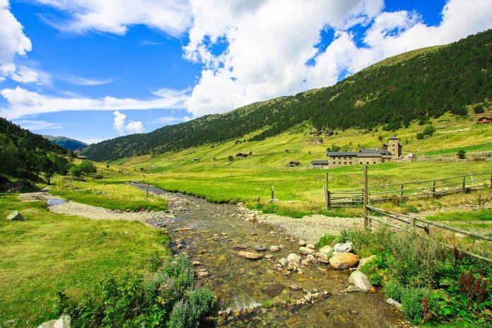 Das Valle del Madriu-Perafita-Claro im Südosten Andorras erstreckt sich über knapp 10 der Gesamtfläche des Fürstentums und entstand durch eiszeitliche Gletscher - © jorisvo / Fotolia