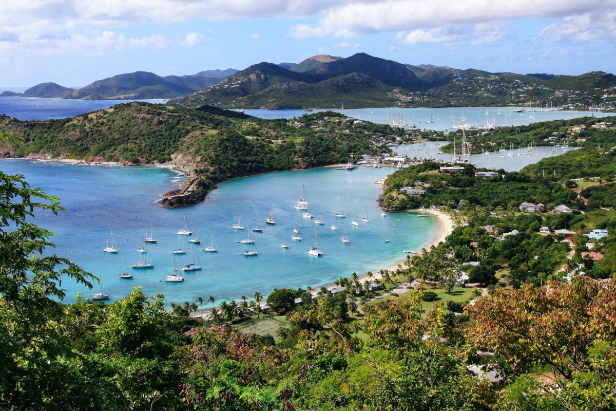 Blick auf den Hafen von Antigua - © Olga S. Andreeva / Shutterstock
