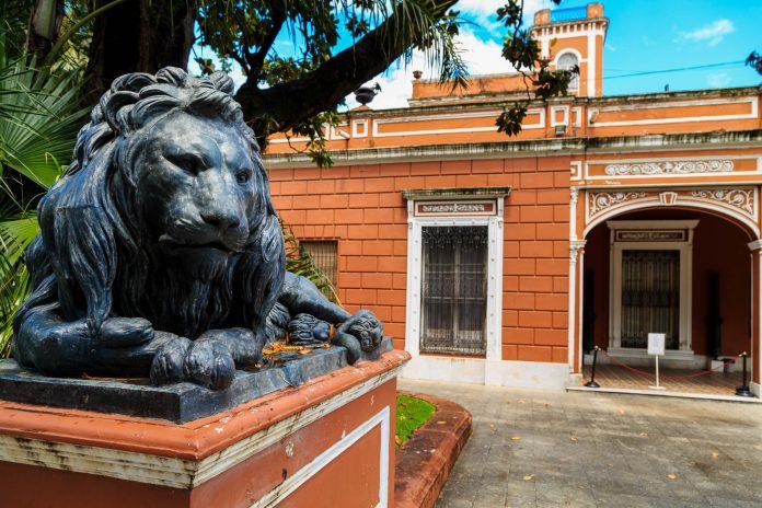 Als eines der größten Naturkundemuseen des Landes präsentiert das MACN in Buenos Aires Exponate aus Argentinien und der Antarktis - © Ilyshev Dmitry / Shutterstock