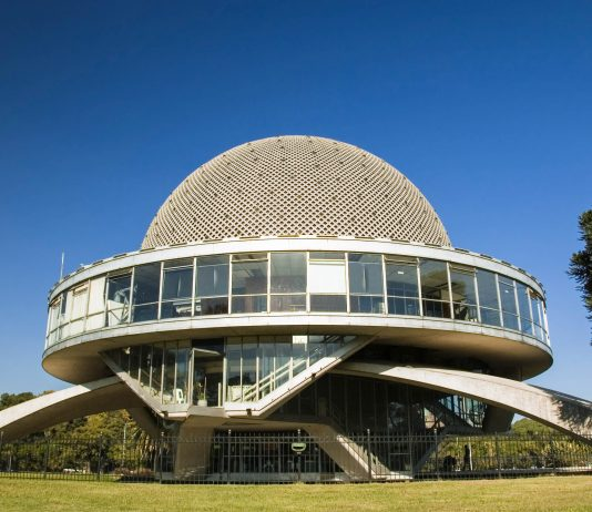 Das Galileo Galilei Planetarium in Buenos Aires beeindruckt kleine und große Fans der Astronomie mit einer gigantischen Sternenkuppel, Argentinien - © Lee Torrens / Shutterstock