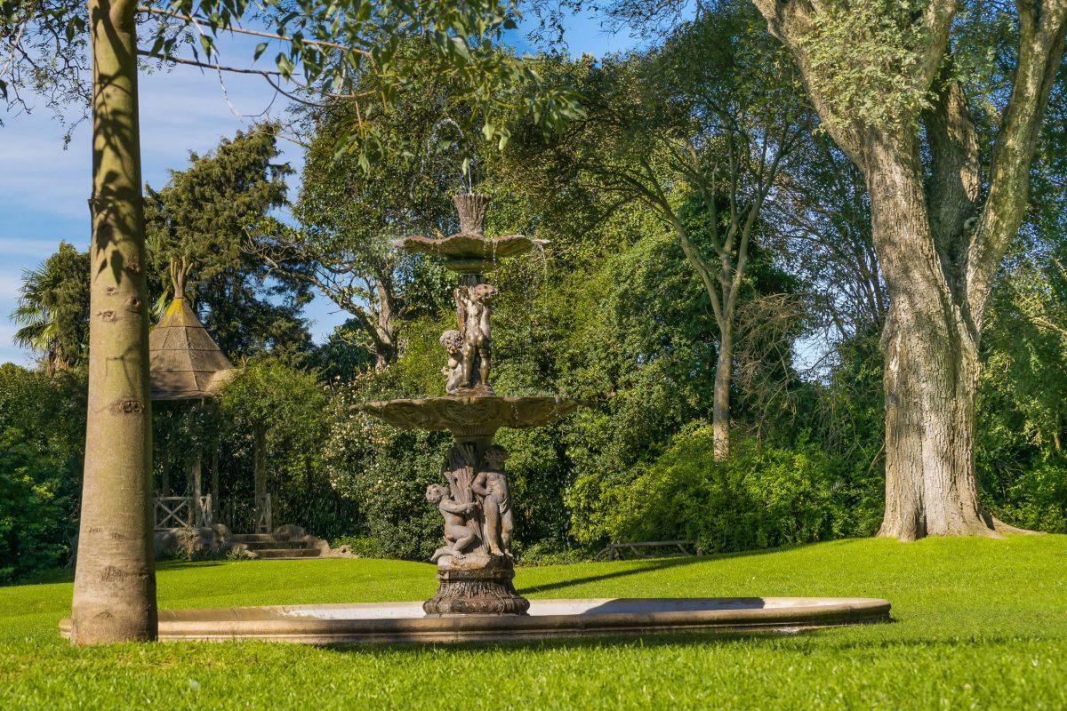 Der Botanische Garten von Buenos Aires ist das ganze Jahr über geöffnet und für die Öffentlichkeit kostenlos zugänglich, Argentinien - © DFLC Prints / Shutterstock