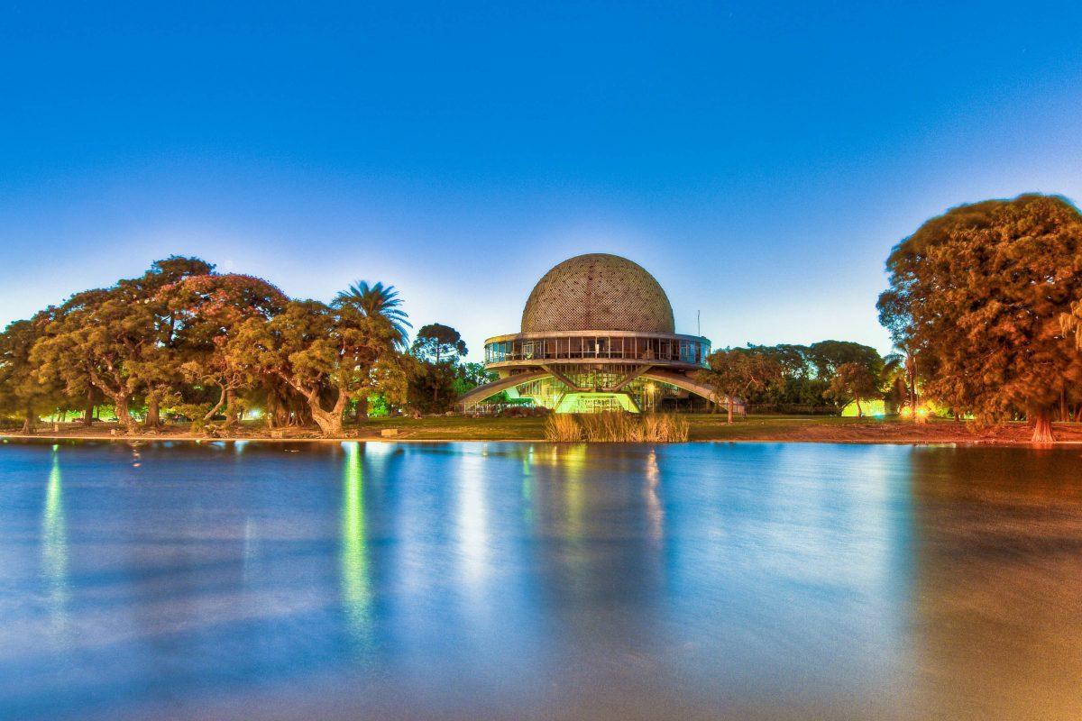 Der kreisrunde Projektionssaal des Galileo Galilei Planetariums in Buenos Aires hat einen Durchmesser von 20 Metern, Argentinien - © Anibal Trejo / Shutterstock
