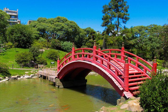 Der malerisch angelegte Japanische Garten von Buenos Aires bietet in der hektischen Hauptstadt von Argentinien eine willkommene Rückzugsmöglichkeit - © Julian de Dios / Shutterstock