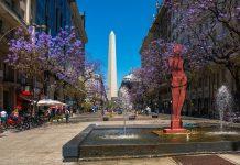 Der Obelisk wurde am 23. Mai 1936 zur Feier des 400jährigen Bestehens von Buenos Aires errichtet, Argentinien - © Anton Velikzhanin / Shutterstock