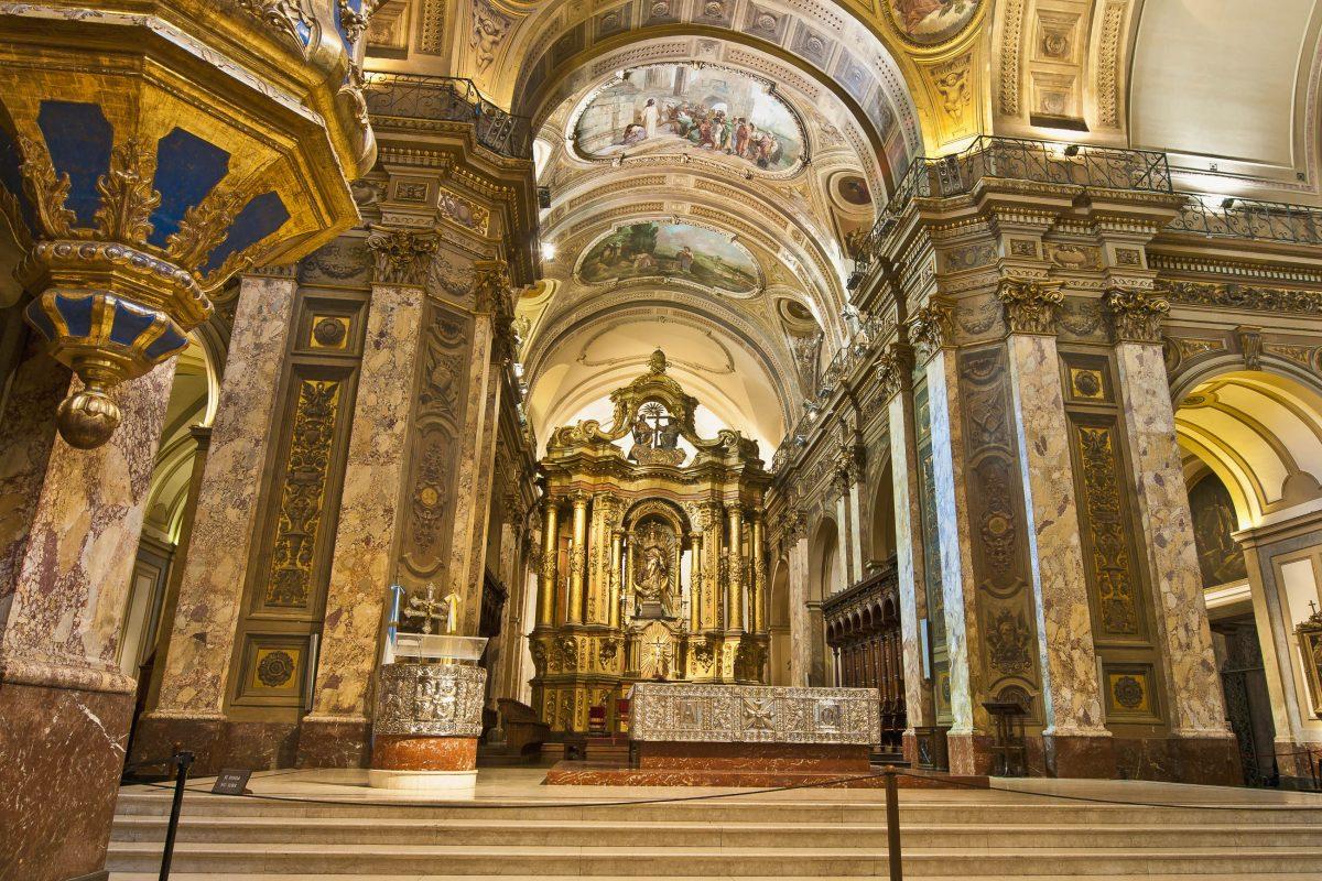 Die Fresken, Kanzeln, Bodenmosaike und Figuren der Catedral Metropolitana von Buenos Aires entstanden im 18. bis 20. Jahrhundert, Argentinien - © Anibal Trejo / Shutterstock