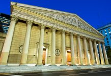 Die prachtvolle Catedral Metropolitana in Buenos Aires erhielt im Lauf der Zeit architektonische und dekorative Kunst-Zeugnisse diverserer Stilrichtungen, Argentinien - © Anibal Trejo / Shutterstock