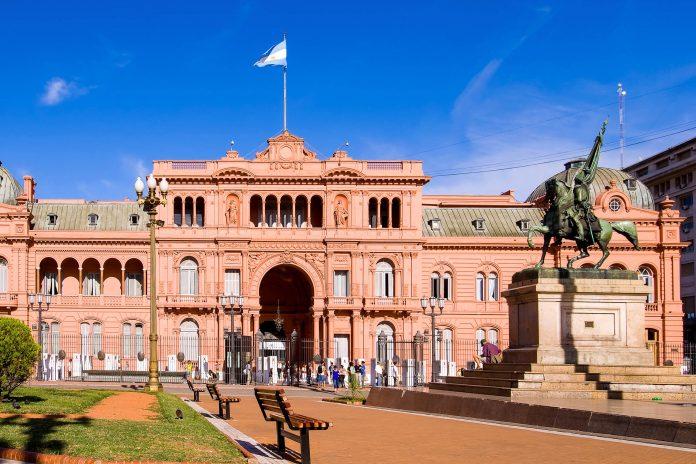Im Casa Rosada am Plaza Mayo in Buenos Aires sind die Amtsräumlichkeiten des Präsidenten von Argentinien zu besichtigen - © Eduardo Rivero / Shutterstock
