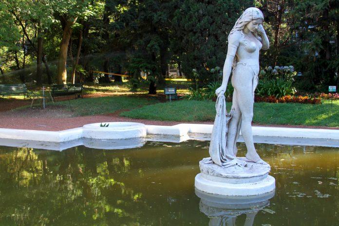 Inmitten zweier Hauptstraßen bietet der Botanische Garten von Buenos Aires Zuflucht vor der turbulenten Hauptstadt Argentiniens - © Claudia Mejia Castillo / Shutterstock
