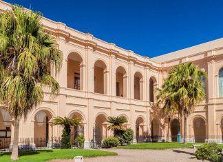 Als Ursprung und Herz der Jesuiten-Missionen in Lateinamerika zählt der Jesuitenblock in Cordoba zum Weltkulturerbe der UNESCO, Argentinien - © Matyas Rehak / Shutterstock