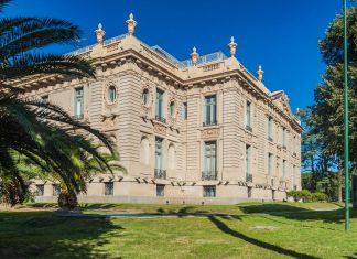 Das Evita-Museum der Schönen Künste in Cordoba befindet sich nahe dem Sarmiento-Park im imposanten Palacio Ferreyra, Argentinien - © Matyas Rehak / Shutterstock