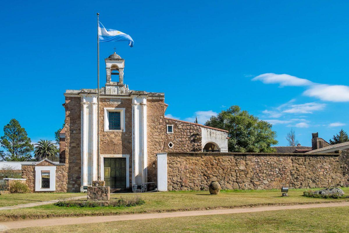 Die Estancias des Jesuitenblocks von Cordoba verfügten alle über eine eigene Kirche und Wohngebäude, hier die Kirche von Jesús María, Argentinien - © Olaf Speier / Shutterstock