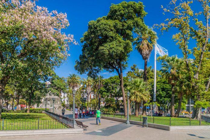 Um den Plaza San Martin entstand einst Argentiniens berühmte Stadt Cordoba - © Matyas Rehak / Shutterstock
