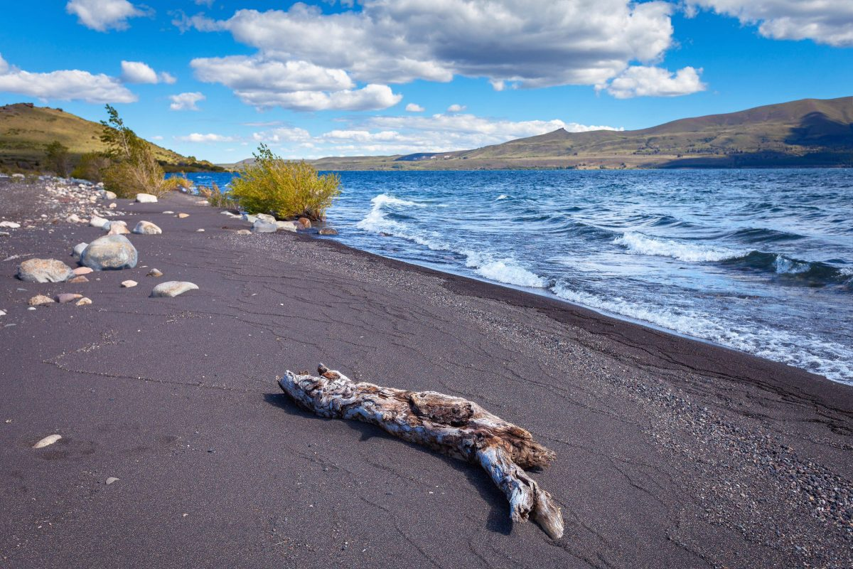 Der Lago Huechulafquen gehört zu den größten und schönsten Seen im Lanin Nationalpark von Argentinien - © sunsinger / Shutterstock