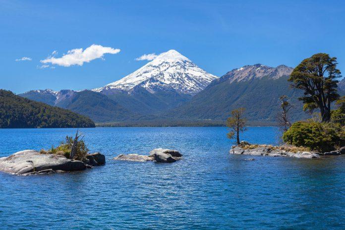 Der Nationalpark Lanin beherbergt neben mehreren malerischen Seen und uralten Wäldern auch den schönsten Berg von Argentinien - © sunsinger / Shutterstock